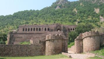 Bhangarh & Abhaneri Tour Package by Car